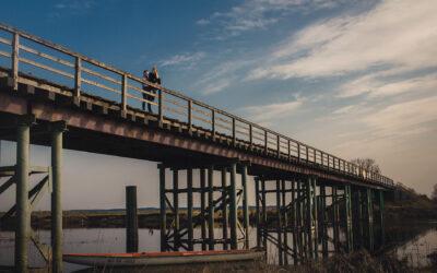 Drewniany most w Bronowie i druga rocznica ślubu Natalii i Kamila