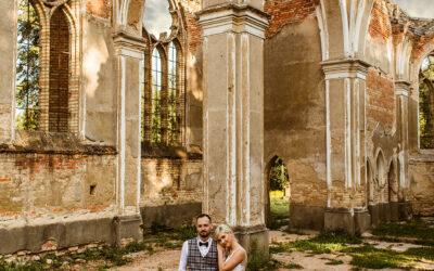 Ruiny kościoła w Jałówce plener ślubny Agaty i Kamila